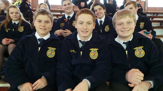 왼쪽부터 벤, 아담, 닉. 9학년, 같은 반의 절친이다.
