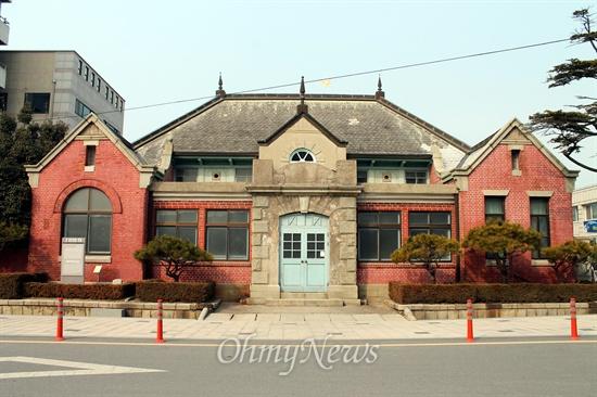 옛날 군산세관 건물.