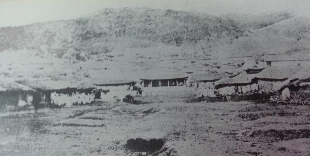 진무영 -강화 유수가 군사를 지휘했던 곳으로 조일수호조규, 일명 강화도조약 때 일본군이 이 곳에서 협상을 강요했다.