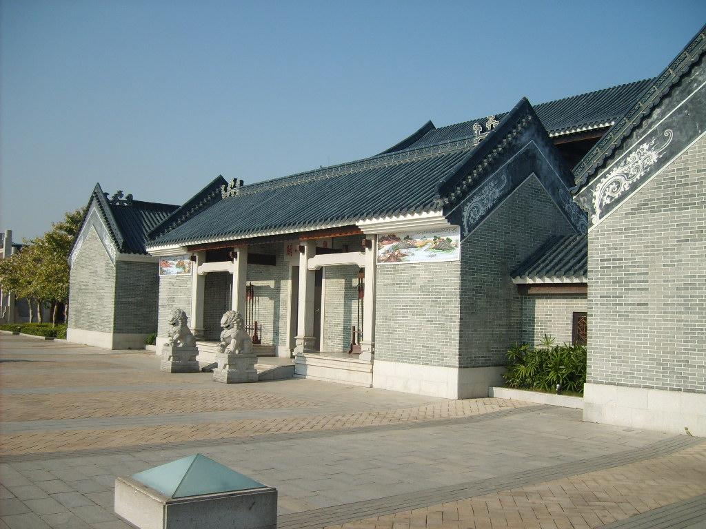 청나라 때의 중국 광주(광저우) 해관(세관). 이 해관은 은이 세계 통용 화폐이던 시절에 청나라 대외무역의 거점 중 하나였다.
