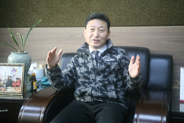 이정관 문화관광형 시장의 사업안을 이야기하고 있는 이정관 이사장