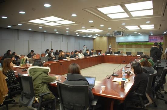 화장품 동물실험 금지법안(화장품법개정안)발의 기념 정책 간담회가 3월 11일 오전 11시 국회 의원회관 제1세미나실에서 열렸다.