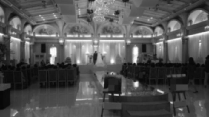 예식장 아름다운 신랑신부가 결혼식을 올리고 있다. (해당 예식장은 기사내용과 관련이 없다)