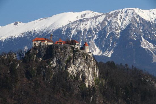 130m 절벽위에 세워진 블레드 성