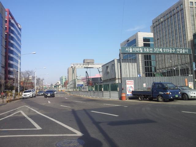 석촌동 일대 지하철 9호선 공사 현장. 이 공사 현장 인근 지하차도에서 싱크홀이 발생했다.