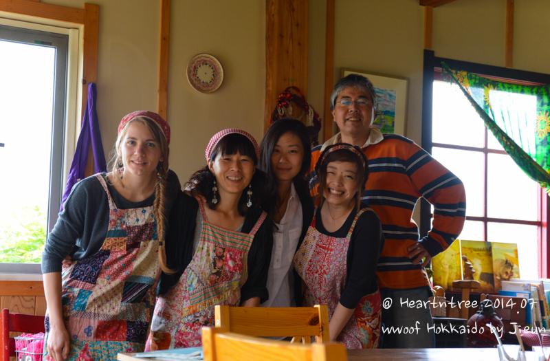 마지막날 함께 찍은 사진, 왼쪽부터 쏘냐,사치코씨,저자,모모코,마모토씨