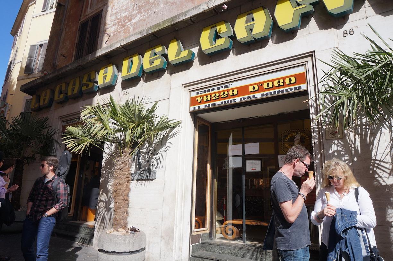 La casa del caffe tazza d'oro 판테온 근처의 타짜도로는 로마에서 손꼽는 유명한 카페 전문점이다.