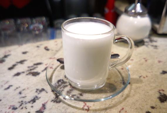 이탈리아의 '라테' 이탈리아에서 '라테'는 말 그대로 하얀 우유이다.