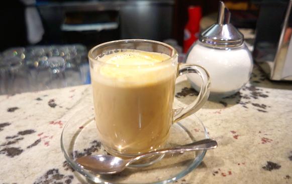 카페라테 고소한 에스프레소와 부드러운 우유의 조화가 일품인 카페라테