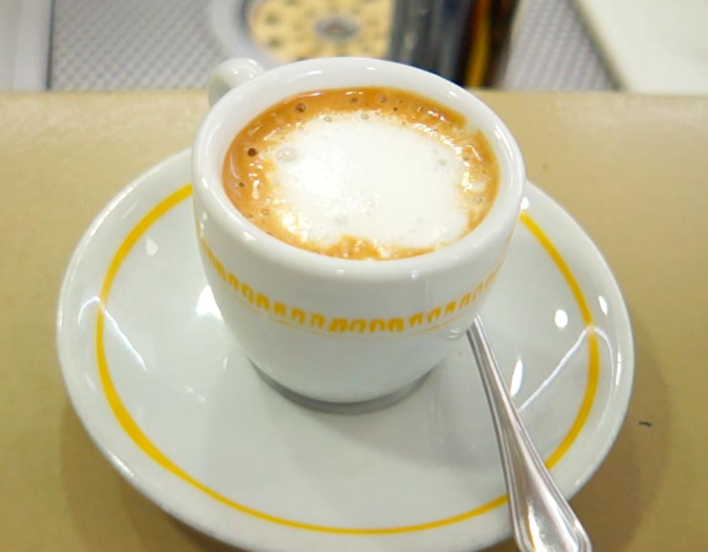이탈리아 카페 마키아토(Caffe Macchiato) 에스프레소 한 잔에 우유를 조금 넣은 오리지널 카페 마키아토