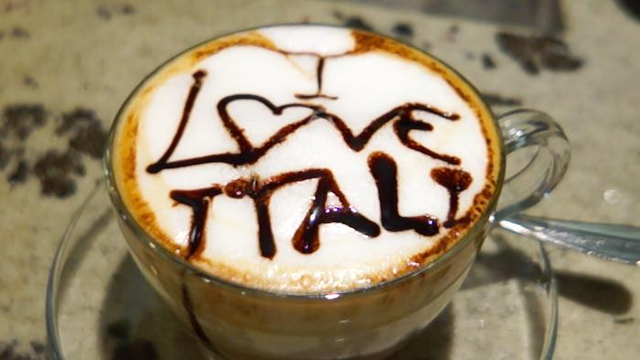 이탈리아 커피 하루 세 잔 이상의 'Caffe'를 마시는 이탈리아인들의 에스프레소 소비는 연간 약 250억 잔에 달한다고 한다.