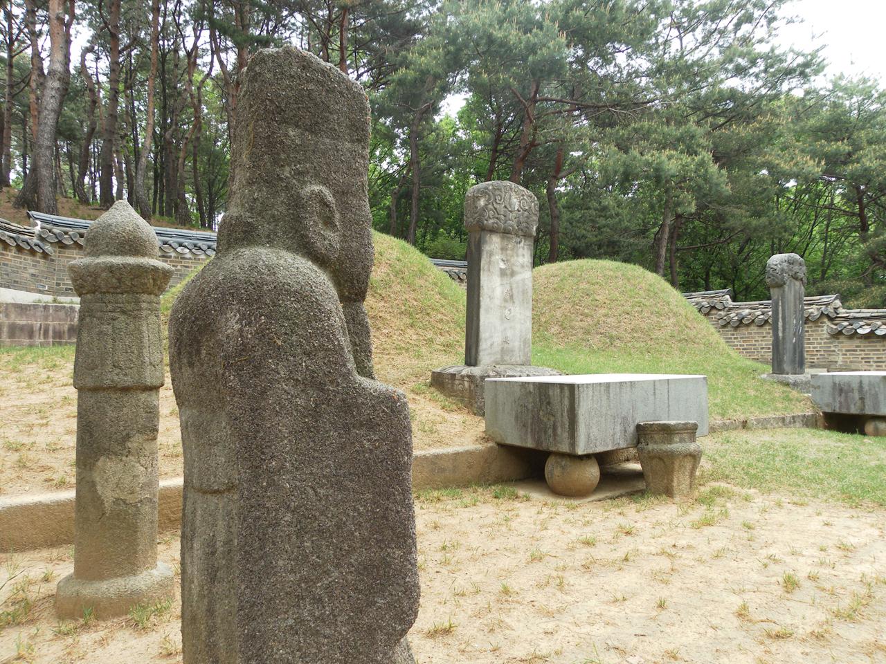 경기도 남양주시 진건면의 산비탈에 조성되어 있는 광해군묘.
