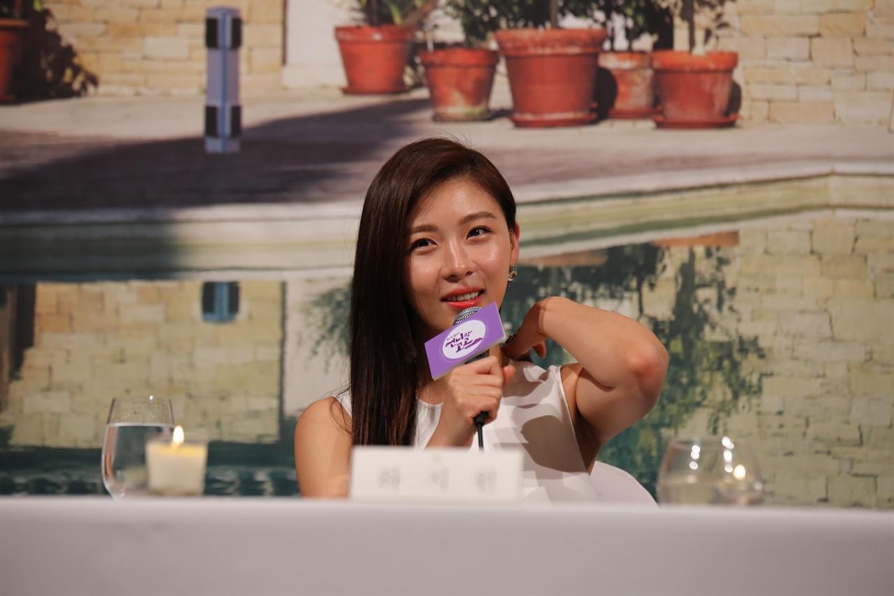 22일 서울 논현동의 한 호텔에서 열린 온스타일 <언니랑 고고> 제작발표회에 참석한 배우 하지원.