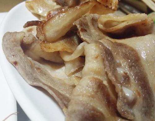 대패 삼겹살은 중간중간 낀 오돌뼈 씹는 맛이 일품이다.