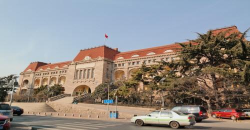 독일 총독부 건물 '凹'자형 건물로 독일 건축군 중 단위 건물로는 가장 크다.