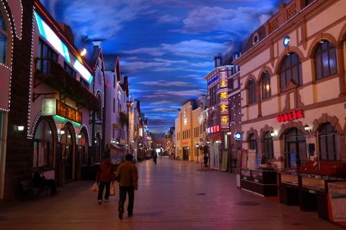 칭다오 맥주거리에 있는 천막성 마카오의 베네시안을 연상시키는 칭다오 천막성이다.