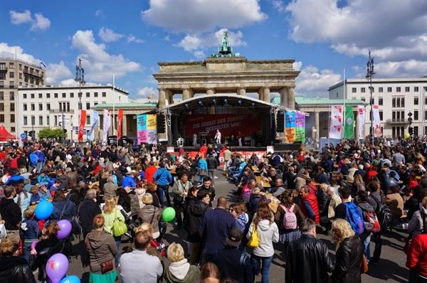 브란덴부르커토어(Brandenburger Tor)앞의 노동절 행사무대
