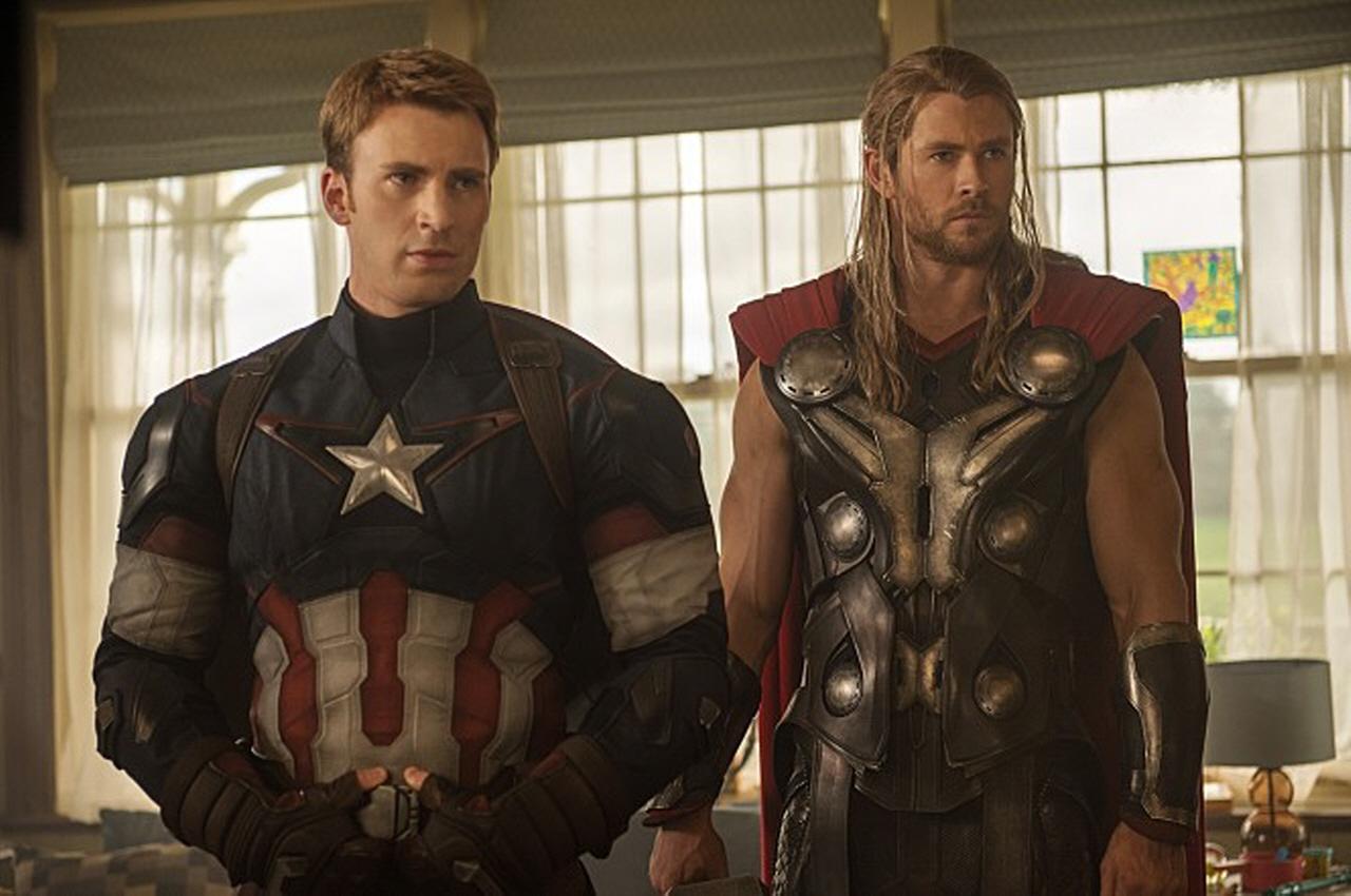 어벤져스: 에이지 오브 울트론 어벤져스의 주축인 캡틴 아메리카(크리스 에반스 분)와 토르(크리스 헴스워스 분)
