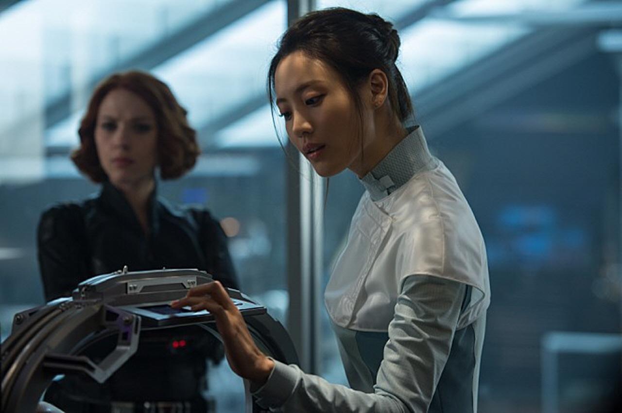 어벤져스: 에이지 오브 울트론 닥터 조 역할을 맡아 출연한 한국 출신의 배우 수현