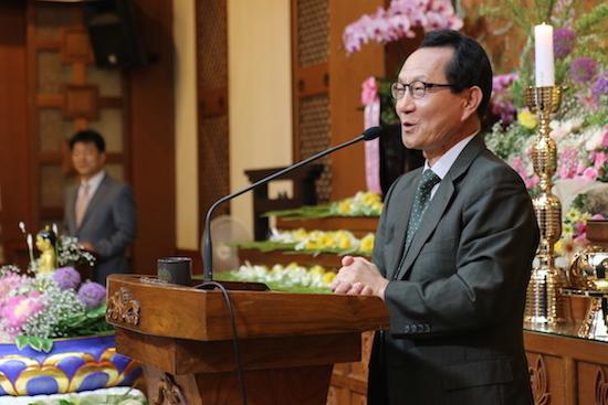 부처님오신날 봉축 기념법문을 하고 있는 경동교회 박종화 목사