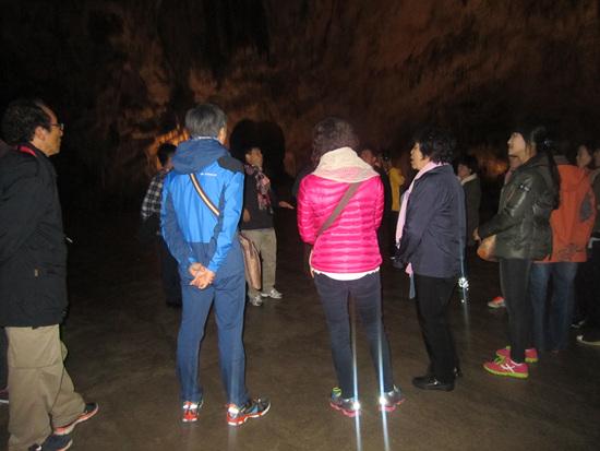 포스토이나동굴에서 만난 남 합창단 ...