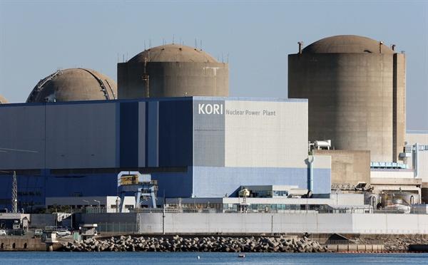에너지 위원회가 12일 서울 중구 소공동 롯데호텔에서 12차 회의를 열어 고리 원전 1호기(부산 기장군)의 영구정지(폐로)를 권고하기로 결정했다
