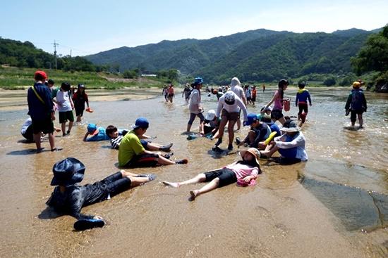 아이들이 마음놓고 놀 수 있는 강 내성천은 국립공원으로 지정되어 영원히 지켜져야 한다.