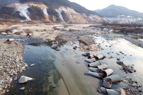 영주댐과 그 주변 공사로 모래강 내성천이 이렇게 바뀌고 있다.