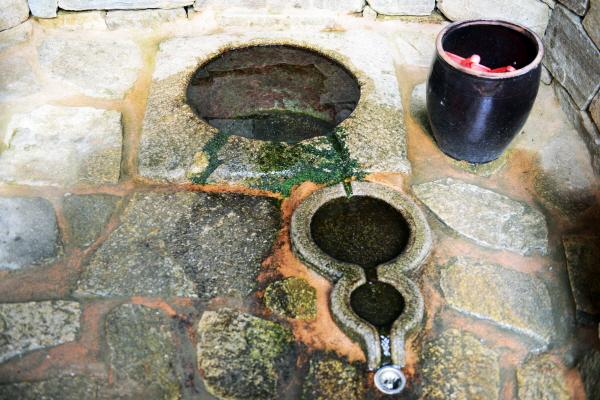 옥샘 옥천사에는 전국의 명수로 지정된 옥샘이 있다. 옥천사의 최고 명물 중 하나다.