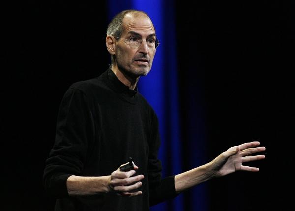 스티브 잡스 사망 애플이 창업주이자 전 CEO인 스티브 잡스가 2011년 10월 5일(현지시간) 사망했다고 공식 발표한 가운데 사진은 지난 2011년 6월 6일 미국 샌프란시스코에서 열린 세계개발자회의(WWDC)에 참석한 모습 잡스의 모습이다.