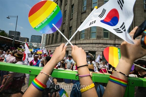 28일 오후 서울광장에서 퀴어문화축제가 열리고 있다.