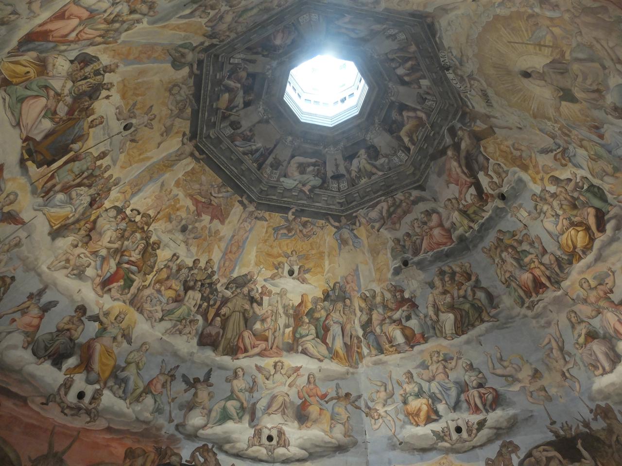 최후의 심판 조르조 바사리, '최후의 심판' 피렌체, 산타 마리아 델 피오레 성당 쿠폴라 내부 천장화. 미켈란젤로의 '최후의 심판'에 비해 떨어진다는 평가를 받지만 매너리즘을 예고하는 작품으로 평가받기도 합니다.