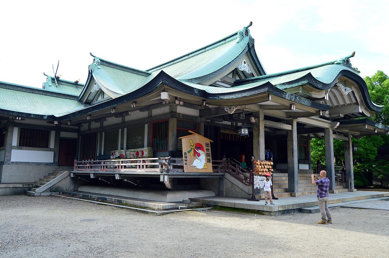 신사 본전 본전 건물 안에는 도요토미 히데요시와 그 아들의 위패가 세워져 있다.