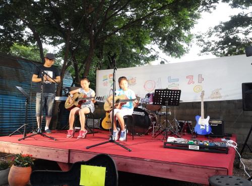 기타치는 아이들과 노래하는 이명민