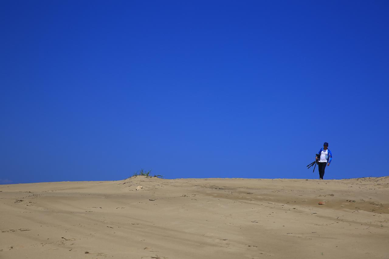 대청도 모래사막 대청도 옥죽동 모래사막을 거닐며 사진을 담고 있는 필자