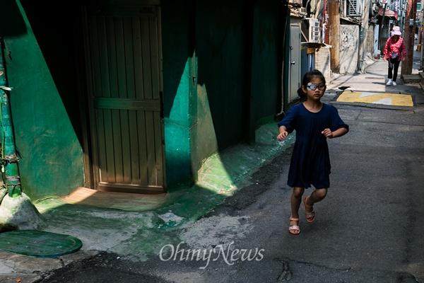 서울 종로구 끝자락 옛 서대문형무소 자리 건너편에 자리잡은 '옥바라지 여관 골목'은 2011년 골목길 해설사의 해설코스로 지정 되어 있으며 일제 강점기 독립투사, 민주화 운동으로 투옥 되었던 사람을 가족들이 옥바라지 하던 곳이다.