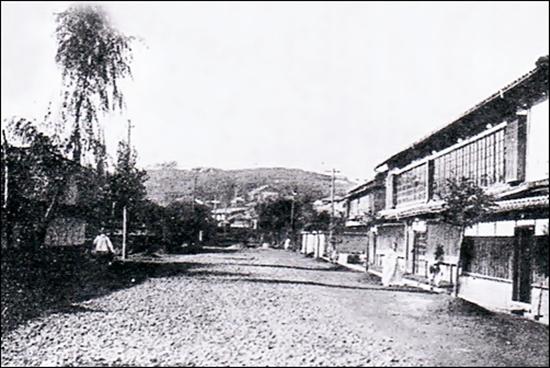 1920년대 군산부 산수정 유곽 거리.