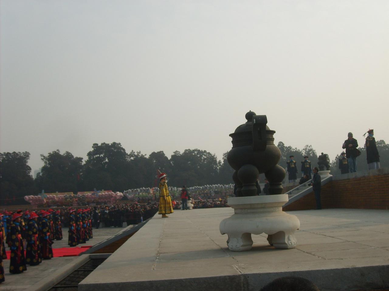 지단에서 제사지내는 청나라 황제의 모습을 재현한 행사. 중국 북경(베이징)의 지단(디탄)공원에서 찍은 사진.