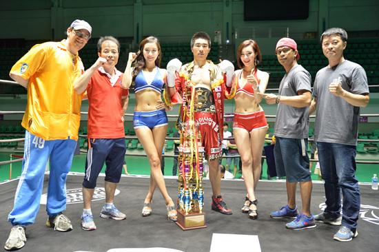 원우민이 김진수를 KO로 제압하고 수퍼라이트급 한국챔피언에 등극했다