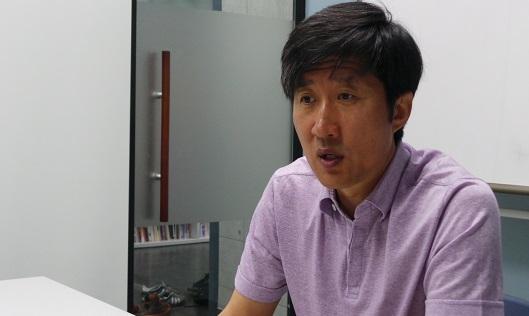 단비뉴스와 인터뷰하는 김명준 미디액트 소장. ⓒ 조민웅