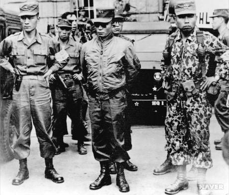5.16 쿠데타 당시의 박정희 소장(가운데)과 그를 경호하는 박종규 소령(왼쪽) 및 차지철 대위(오른쪽)