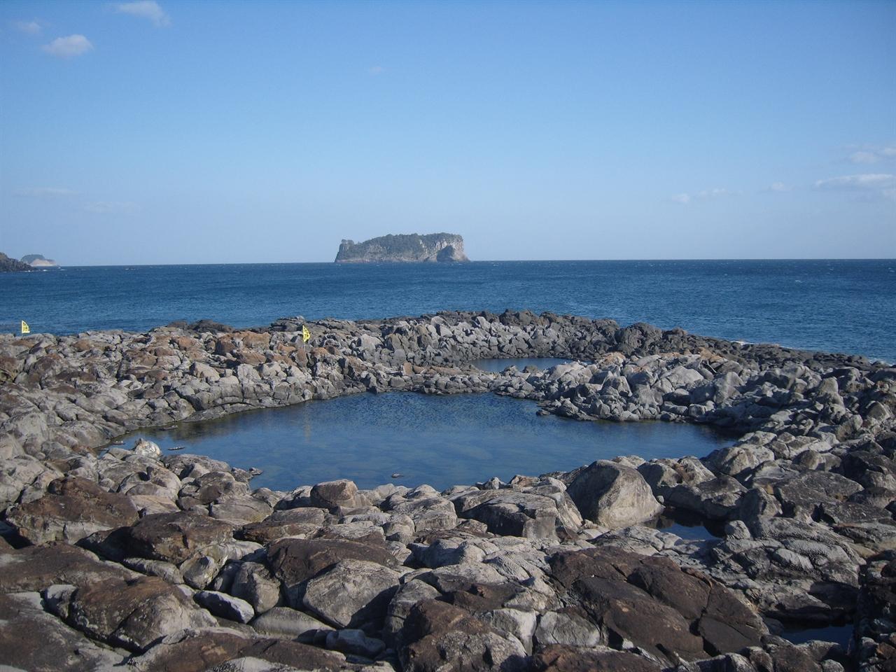 구럼비에서 바라본 범섬
