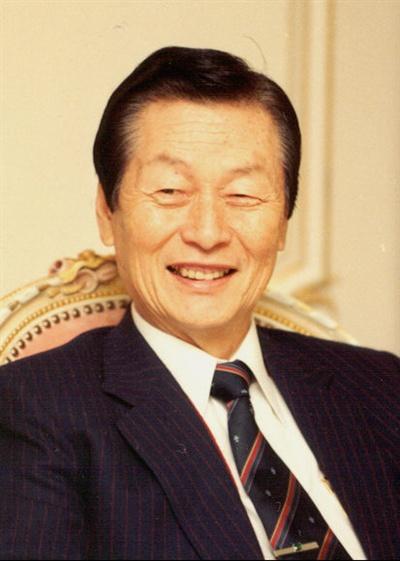 일본 롯데홀딩스가 28일 오전 긴급 이사회를 열어 신격호 대표이사 회장을 전격 해임했다고 일본 니혼게이자이 신문이 보도했다.