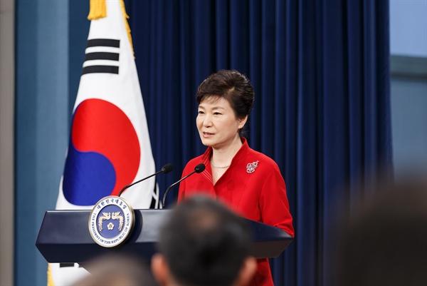 박근혜 대통령은 6일 오전 청와대 춘추관 브리핑룸에서 대국민 담화를 발표했다.
