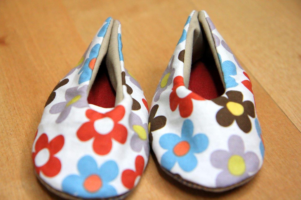 생협 한살림 활동가 출신 엄마들의 모임 '맘맘'이 고아부부에게 선물한 아기 신발. 맘맘 엄마가 손수 만든 신발입니다.