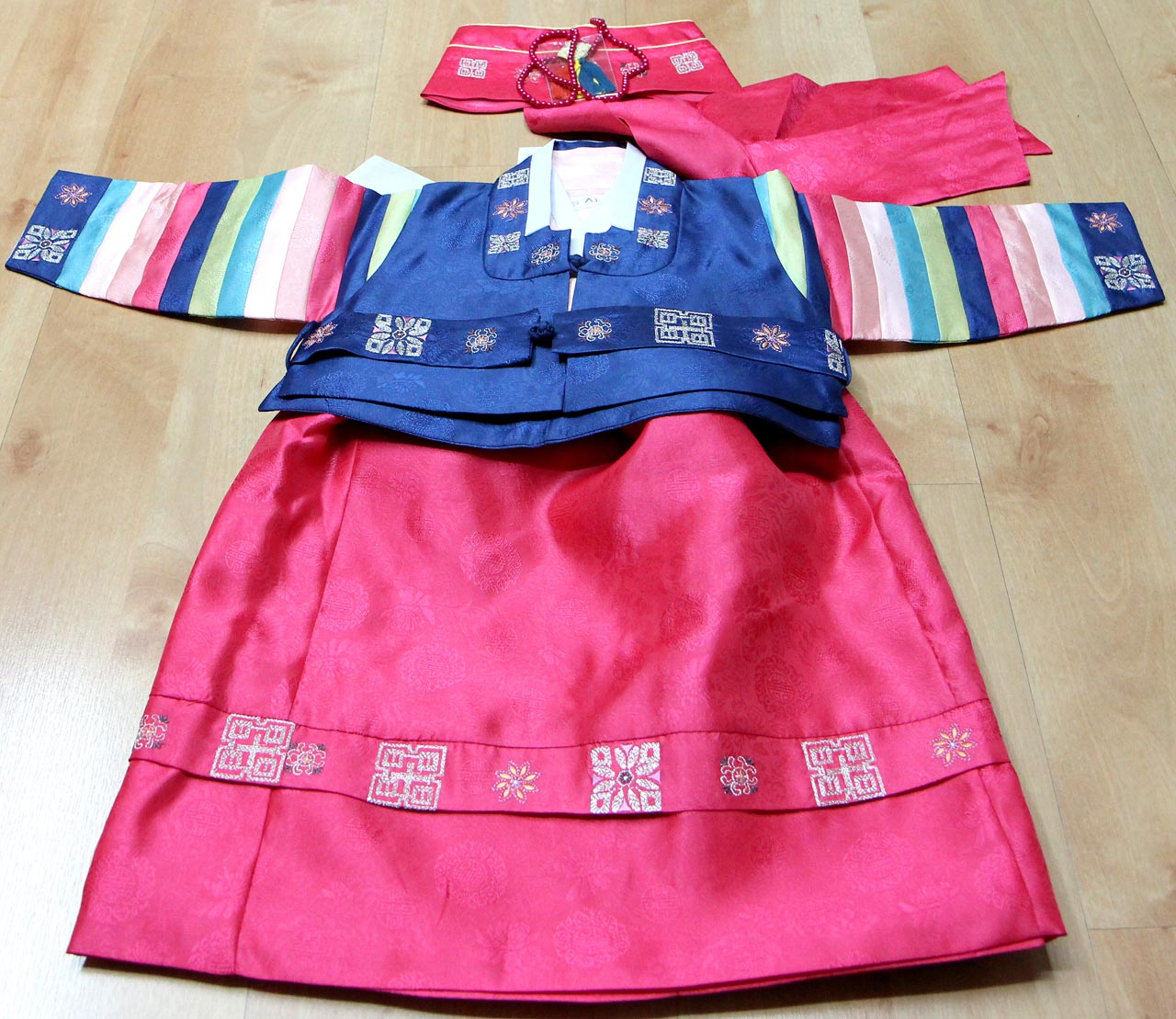 고아부부 아기에게 입힐 돌잔치 한복.