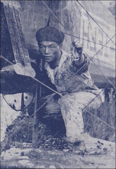 일본의 <역사사진> 1923년 8월호에 실려 있는 사진. 오쿠리비행학교 시절 안창남의 모습이다. 같은 학교에서 친일파 신용욱은 안창남과 함께 비행술을 연구하며 친하게 지냈다고 한다
