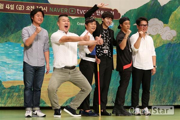'신서유기' 1박2일이 아닌 4박5일!   1일 오후 서울 여의도 63빌딩에서 열린 tvN <신서유기> 제작발표회에서 저팔계 강호동, 손오공 이수근, 삼장법사 이승기, 사오정 은지원이 포토타임을 갖고 있다. <신서유기>는 손오공, 사오정, 저팔계, 삼장법사가 등장하는 서유기를 예능적으로 재해석한 리얼 버라이어티쇼로 중국 산시성 시안에서 4박 5일 동안 촬영을 한 '리얼막장 모험활극'이다. 4일 오전 온라인과 모바일로 공개 예정.