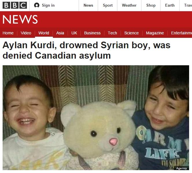 터키 해변에서 익사체로 발견된 시리아 난민 꼬마 아일란 쿠르디(왼쪽)의 사연을 보도하는 BBC 뉴스 갈무리.