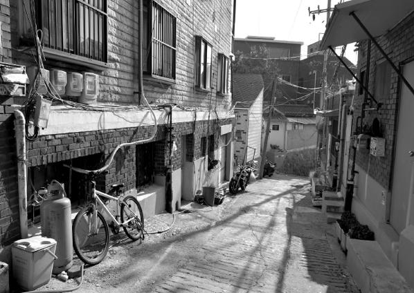 지난 3월, 한겨레두레협동조합은 종로구에 홀로 살고 있는 어르신 아홉 분이 구술한 삶을 책으로 엮어냈다. 책에 실린 사진